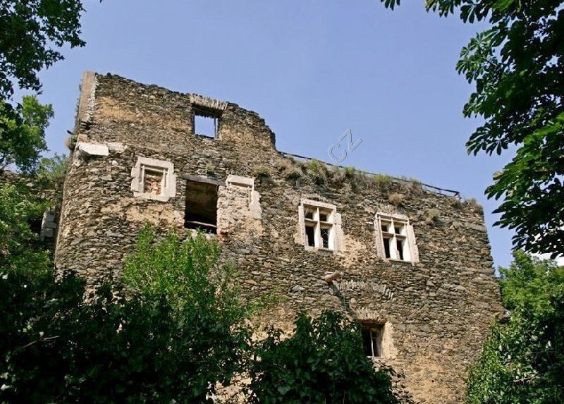 Nový Hrádek u Lukova (zřícenina hradu)