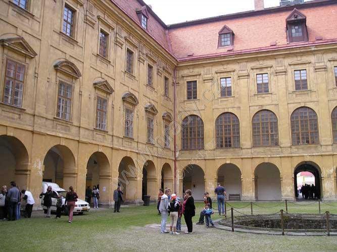 Holešov (zámek)