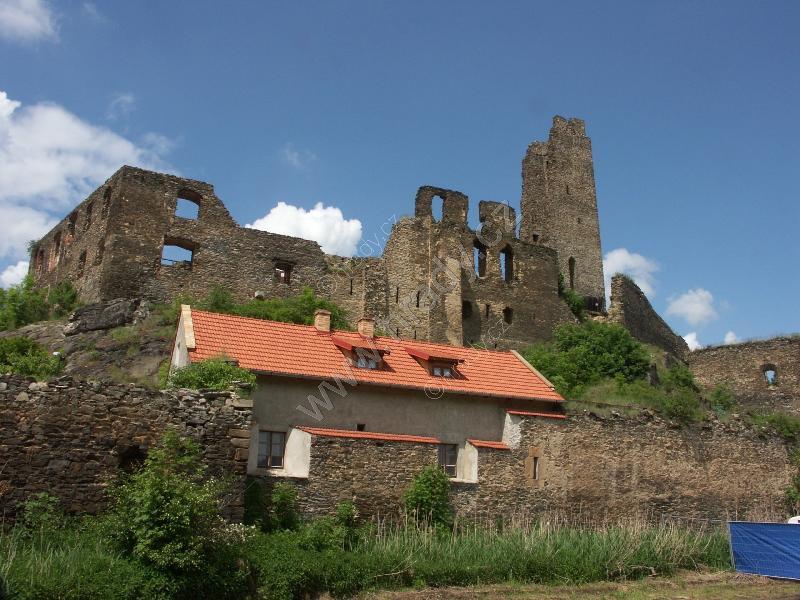 Okoř (zřícenina gotického hradu)