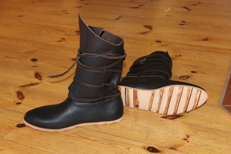 efcdada62 Výrobci, prodejci - výroba historické obuvi, šití historických oděvů ...